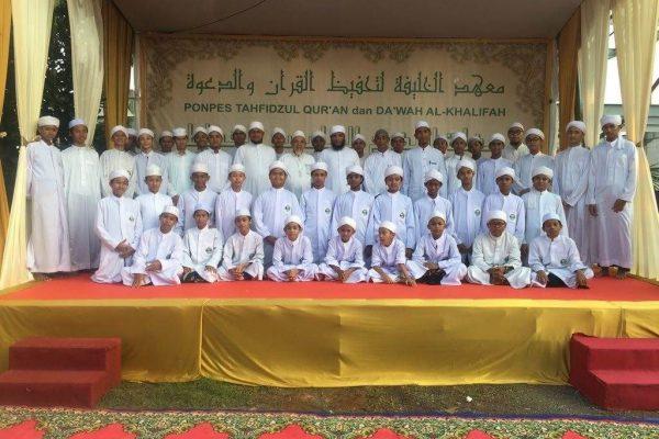 ibs-alkhalifa_wisuda_tahfidz_putra